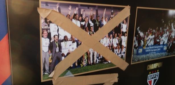 Foto do time campeão mundial em 2000 do Corinthians foi 'pichada' por santistas