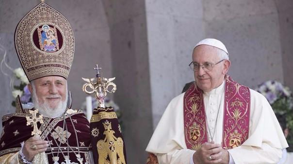 El papa Francisco junto al patriarca armenio Karekin II.