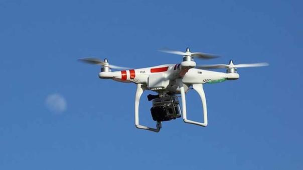 El dron actual, la máquina que lleva consigo una cámara que permite registrar a alturas considerables imágenes en alta resolución. También existen drones que cumplen funciones militares.