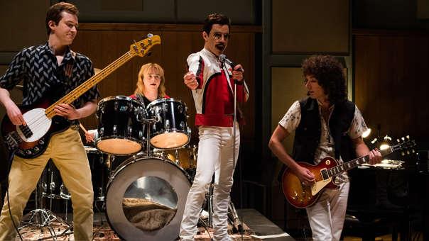 Joe Mazzello (John Deacon), Ben Hardy (Roger Taylor), Rami Malek (Freddie Mercury), y Gwilym Lee (Brian May) son los intérpretes de Queen.
