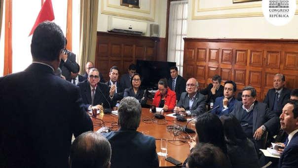 La Junta de Portavoces acordó seguir adelante con la elección de magistrados del TC y aplazar el debate de la cuestión de confianza.
