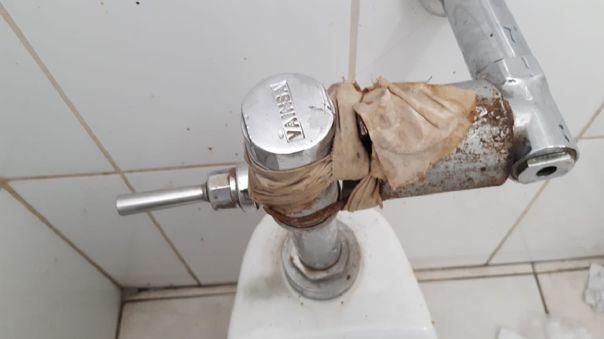 Un baño en pésimas condiciones en el Hospital Regional Honorio Delgado Espinoza (Arequipa).