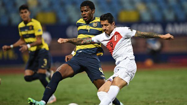 Gianluca Lapadula anotó su primer gol con la Selección Peruana ante Ecuador