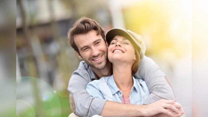 Las personas más satisfechas con sus relaciones a los 50 años de edad fueron los más saludables a los 80 años.
