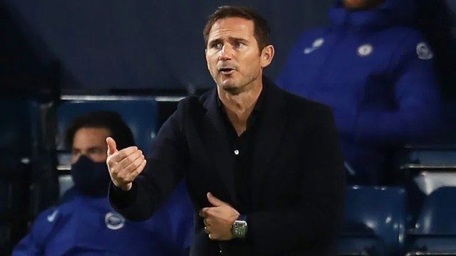Frank Lampard gives his team instructions from the technical area