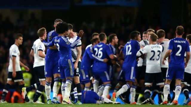 Gary Cahill of Chelsea steps in to separate the warring Ryan Mason of Tottenham Hotspur and Willian of Chelsea