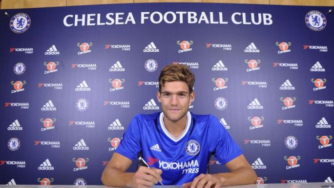 Marcus Alonso signs for Chelsea (credit Chelsea FC)