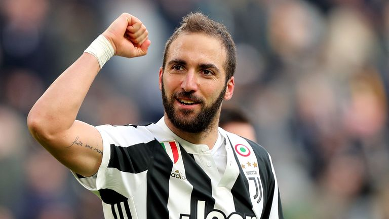 Could Gonzalo Higuain been reunited with his former manager?