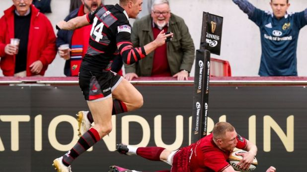 Munster wing Keith Earls notched a hat-trick as the Irish province racked up eight tries against Edinburgh on Friday