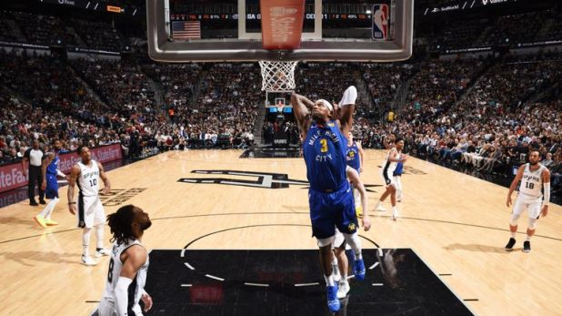 Torrey Craig throws down a dunk in Game 6 against the Spurs