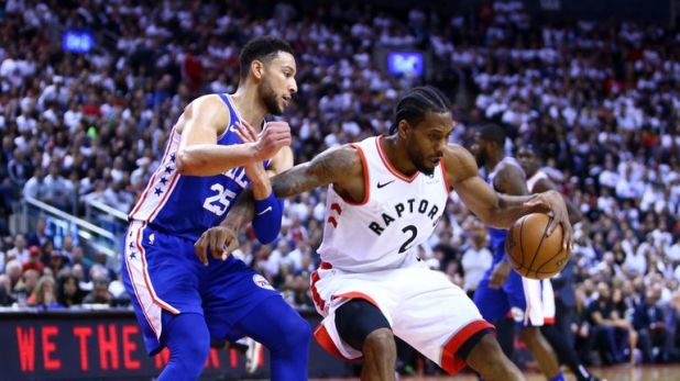 Kawhi Leonard backs down Ben Simmons in Game 5