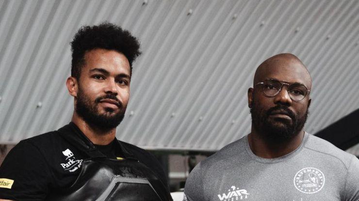 Derek Chisora se ha vinculado con el entrenador Steve Broughton para la pelea de David Price