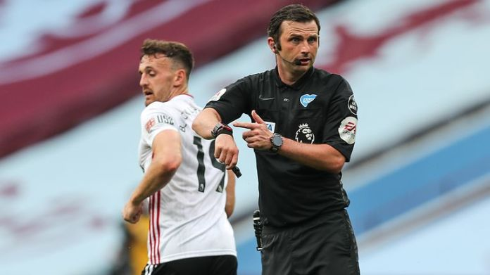 Michael Oliver shows that his watch GDS had not alerted on a goal