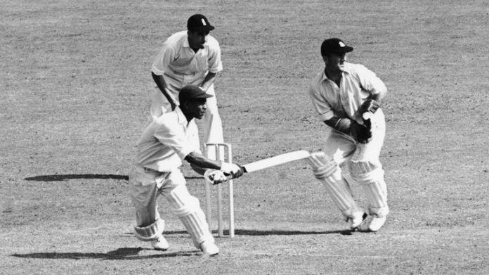 Tygodnie mrugające dla Indii Zachodnich podczas trzeciego testu przeciwko Anglii na Trent Bridge w Nottingham, w lipcu 1950 r.