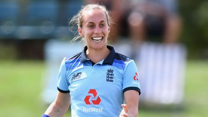 Tash Farrant picked up two wickets in her first England appearance since 2018 and first ODI since 2013