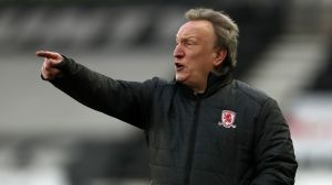 Neil Warnock laughs at comment on Swansea boss Steve Cooper's father who influenced officials' decisions    Football News
