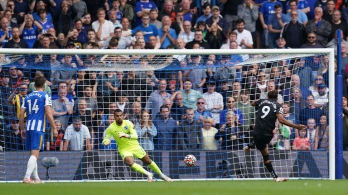 Dominic Calvert-Lewin slots Everton's second
