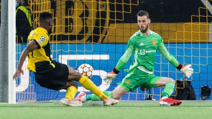 Young Boys' Jordan Pefok, left, scores his side's second goal of the game past Manchester United's goalkeeper David de Gea