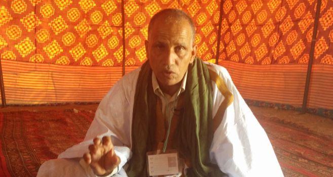 El activista saharaui Sidi Mohamed Daddach, en una jaima del...