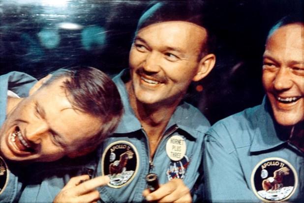 Collins, en el centro, con Armstrong (i) y Aldrin, durante un acto con Nixon tras regresar de la Luna