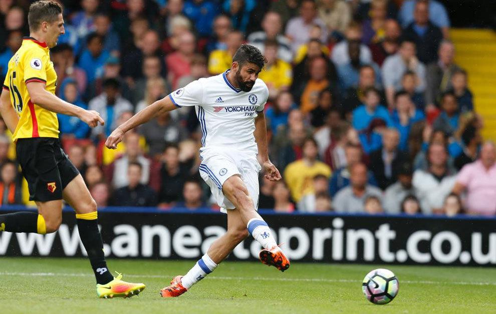 Diego Costa бьет и забивает победный гол за Челси.