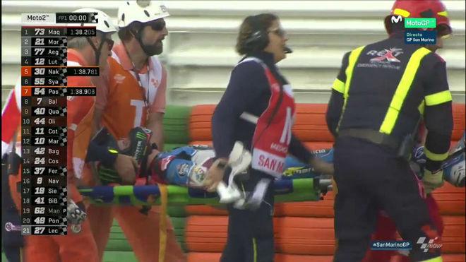 Álex Márquez es retirado en camilla tras sufrir una fuerte caída en...