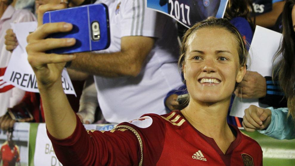 Irene Paredes tras un partido con la selección española.