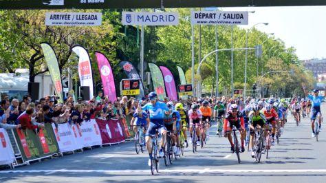 Barbero celebrando su triunfo de etapa en Madrid.