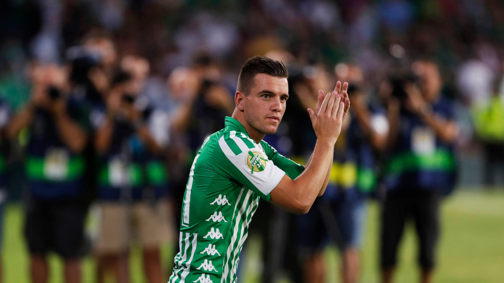 Giovani Lo Celso on the pitch at the Benito Villamarin for Ruben...