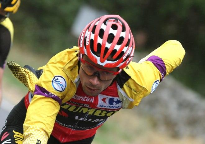GRAF2278. ARENAS DE SAN PEDRO (ÁVILA), 14/09/2019.- El ciclista esloveno del equipo, Jumbo-Visma y líder de la clasificación general Primôz Roglic, durante la vigésimo etapa de la <HIT>Vuelta</HIT> a España 2019, que ha partido de la localidad abulense de Arenas de San Pedro y finaliza en la Plataforma de Gredos, tras 190,4 kilómetros de recorrido. EFE/Javier Lizón