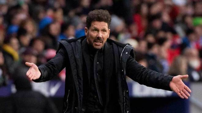 Simeone gestures in the match against Espanyol.