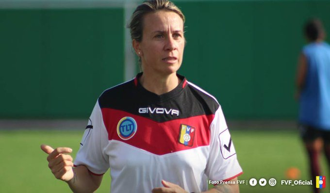 Pamela Conti directing a training session.