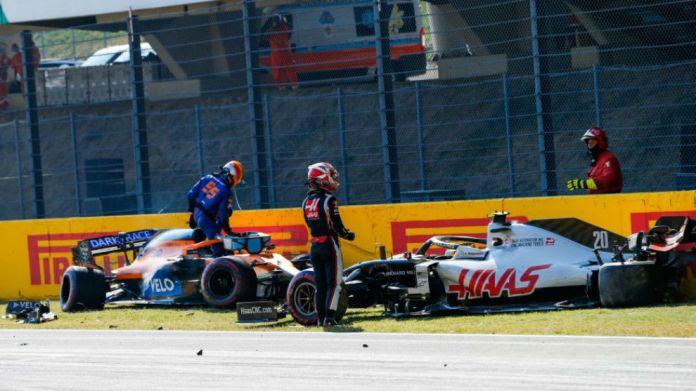 Sainz y Magnussen, tras su abandono en Mugello.