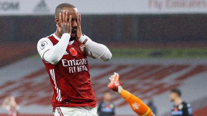 Arsenal 0-3 Aston Villa: El Aston Villa asalta el Emirates y deja tocado al  Arsenal - Premier League