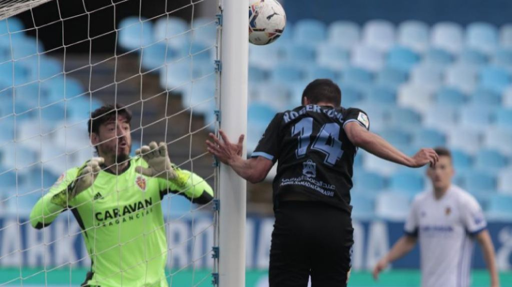 Robertone and Cristian Álvarez, in the action of the first goal