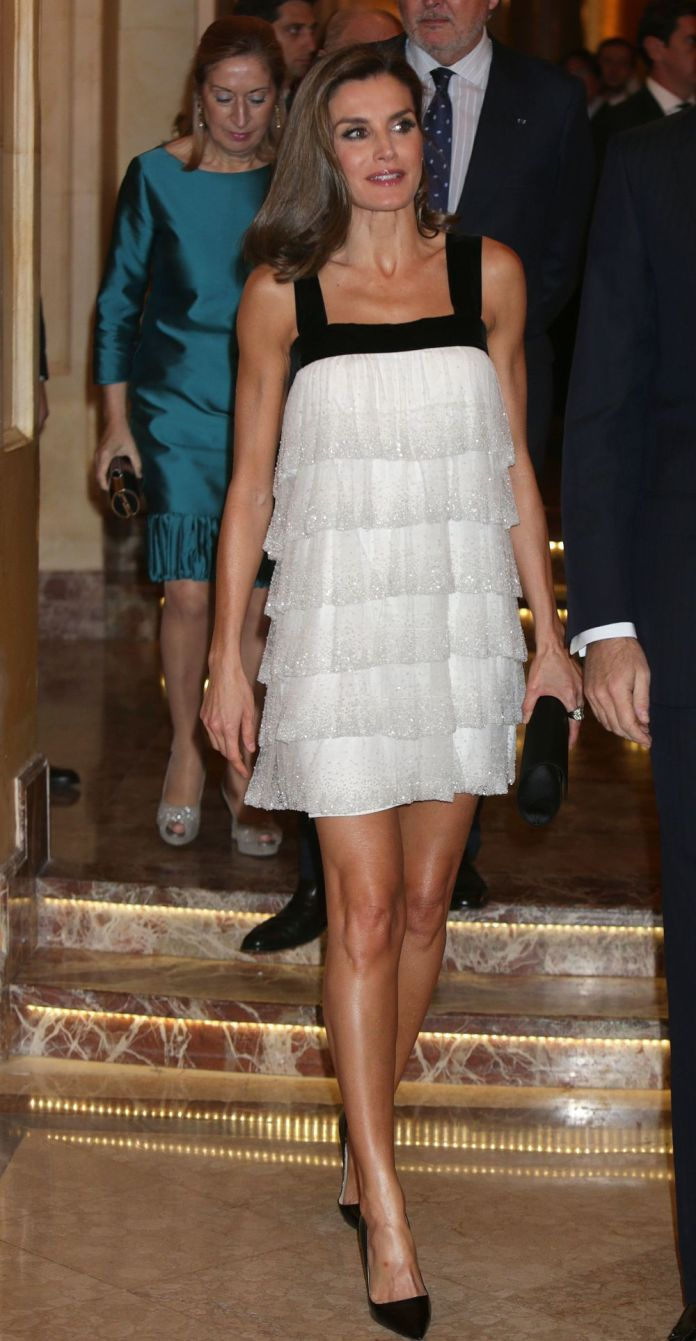 Queen Letizia presumes of legs, without stockings.