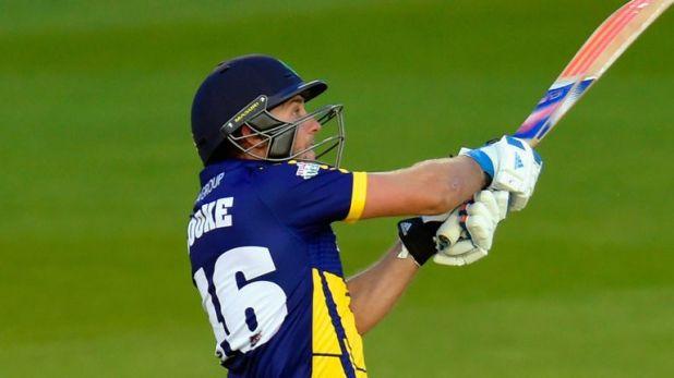 Glamorgan batsman Chris Cooke smashed 60 off 29 balls to beat Essex