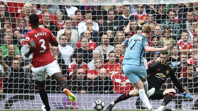 Kevin De Bruyne spielt beim 2: 1-Derby-Sieg von Manchester City