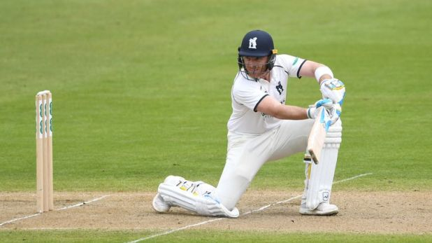 Ian Bell struck a century to give Warwickshire a slim chance of victory
