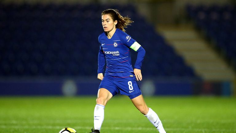 Chelsea midfielder Karen Carney has been called up to the England squad
