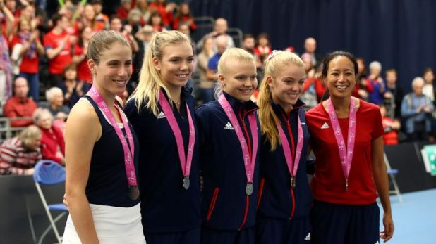 (from L-R) Johanna Konta, Katie Boulter, Harriet Dart, Katie Swan and captain Anne Keothavong pose with their medals