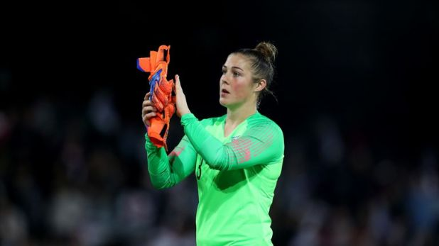 England goalkeeper Mary Earps joins United from Wolfsburg