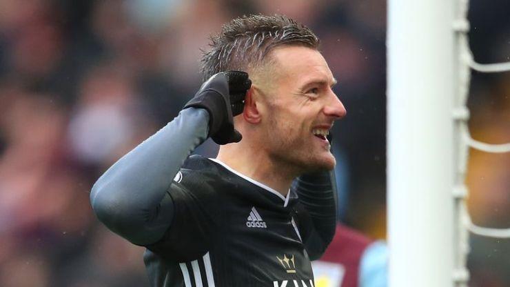 Jamie Vardy también anotó en un octavo juego consecutivo de la Premier League, anotando dos veces en Villa Park