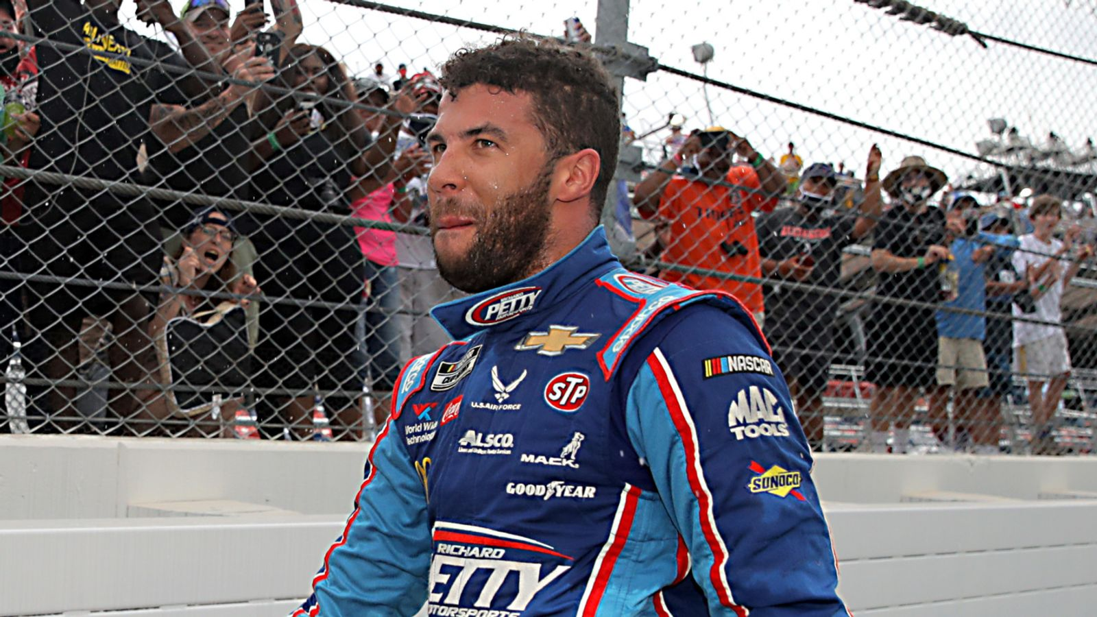 Photo of Bubba Wallace: No charges to be brought after FBI discovers noose had been in garage stall since October 2019