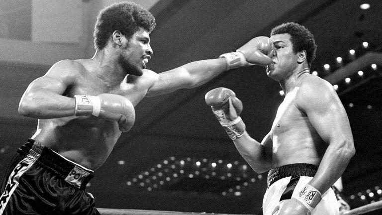 Спинкс обыграл чемпиона в супертяжелом весе Али раздельным решением судей в Лас-Вегасе 15 февраля 1978 года.