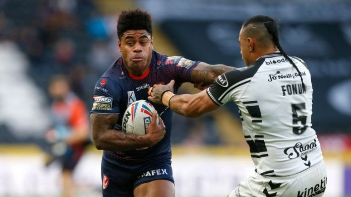 St Helens' Kevin Naiqama and Hull FC's Mane Fonua in action