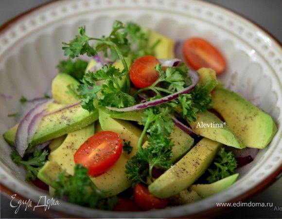 Салат из авокадо c черри томатами. Ингредиенты: помидоры ...