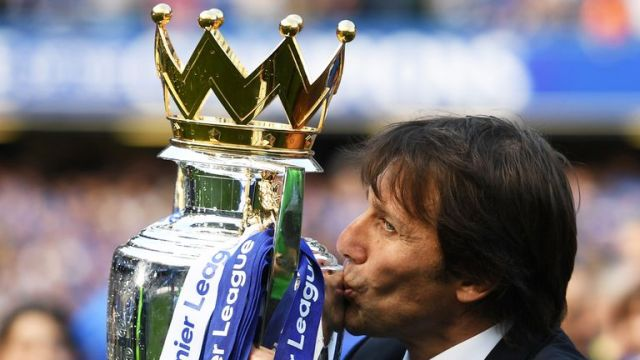 Antonio Conte kisses the Premier League trophy after beating Sunderland