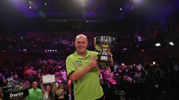Michael van Gerwen defeated Peter Wright in last year's final