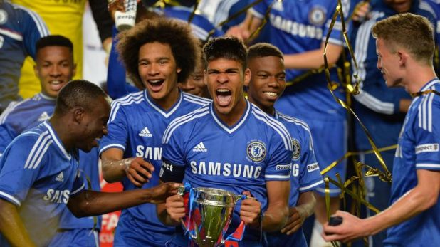 Loftus-Cheek celebrates Chelsea's FA Youth Cup win in 2014